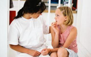 Во сколько лет у девочек начинаются месячные: основные сроки и признаки