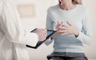 Почему возникают творожистые выделения при беременности