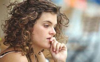 Почему появляются коричневые выделения после менструации
