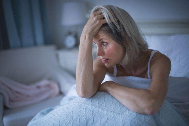 депрессия, женщина в кровати