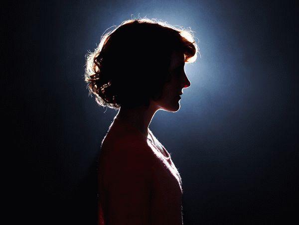 женщина в тени