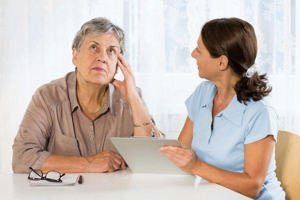 пожилая дама и врач