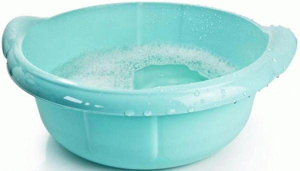 таз с мыльной водой