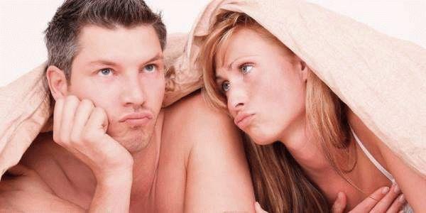 женщина и мужчина под одеялом