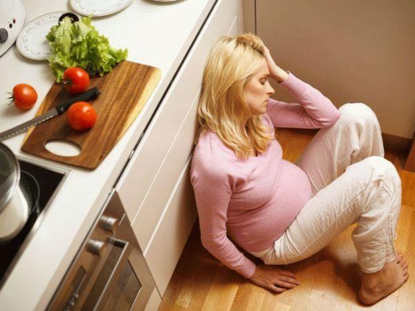 беременная на полу
