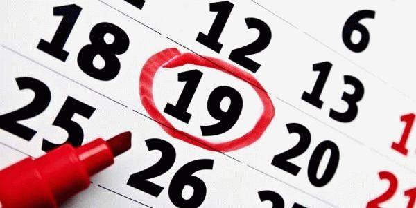 календарь и красный маркер