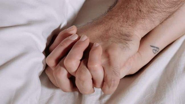 мужская и женская рука