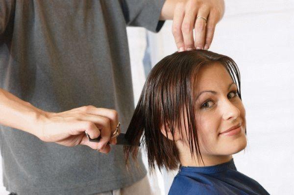 женщина и парикмахер