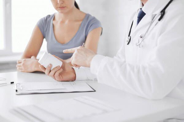 врач прописывает лечение