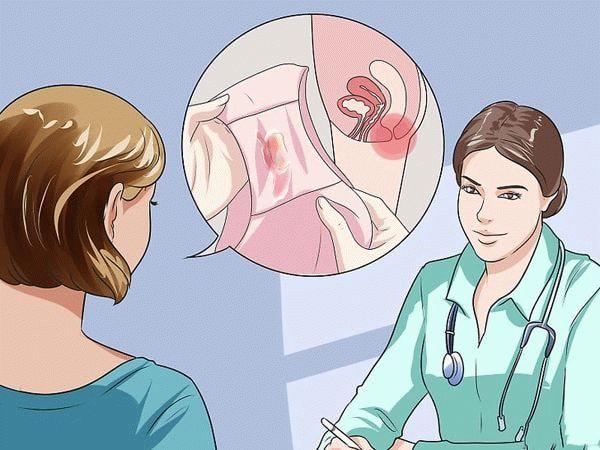 Девушка жалуется врачу на выделения