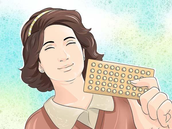 принимает противозачаточные