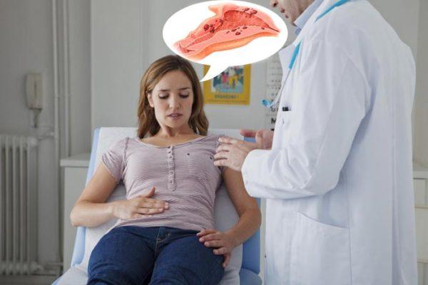 жалуется на эндометриоз